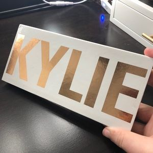 The Royal Peach Eyeshadow Palette Kylie Cosmetics